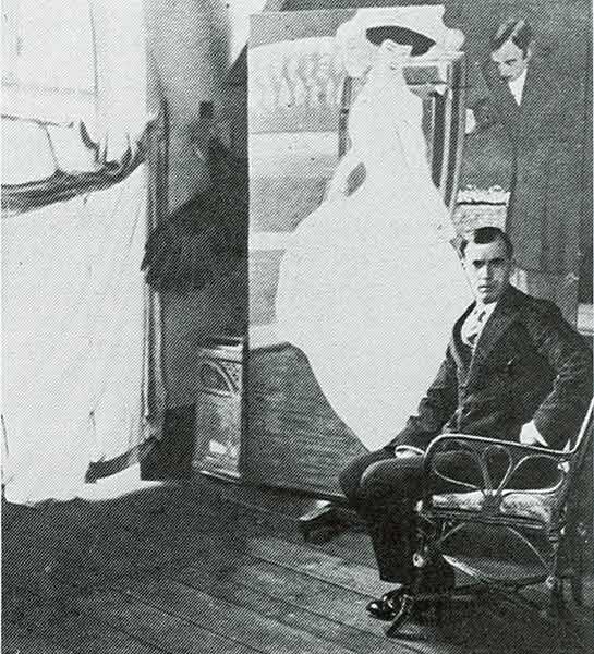 Marcello Dudovich nello studio della Ricordi a Milano