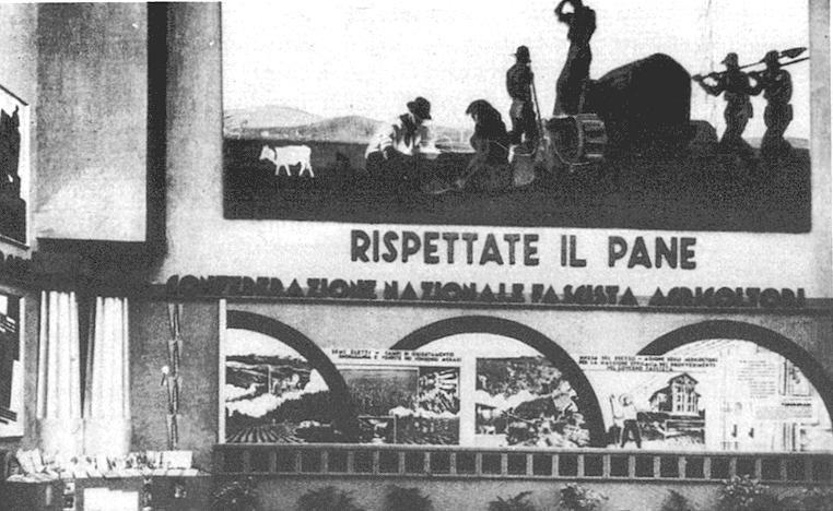 """Foto d'epoca della II Mostra Nazionale del Grano (Roma, 1 ottobre 1932 - 1 gennaio 1933), Pannello decorativo di M. Dudovich, """"Rispettate il pane"""" - Fonte: """"M.A. de Caterina, Marcello Dudovich: le decorazioni murali (1906 - 1947)""""."""