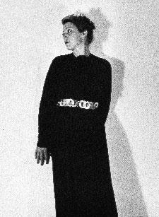 """Nives Comas Casati (Feroleto Antico, 1901-Città del Messico, 1990), figlia di Itala Dudovich, sorella dell'artista, ebbe un ruolo importante nel percorso artistico e umano dello zio Marcello. Fu sua allieva, sua modella e fu quasi una seconda figlia, accanto ad Adriana Foto: Roma, proprietà Casati Cattani – Fonte: """"R. Curci, Marcello Dudovich – Oltre il manifesto"""""""