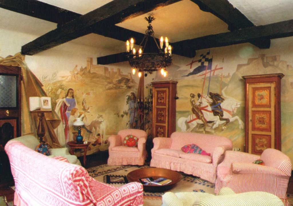 """Veduta d'insieme di una parte del salotto di Villa Amalia con le tempere di M. Dudovich, 1946-47 – Fonte: """"F. Farina, Il mare di Dudovich"""""""