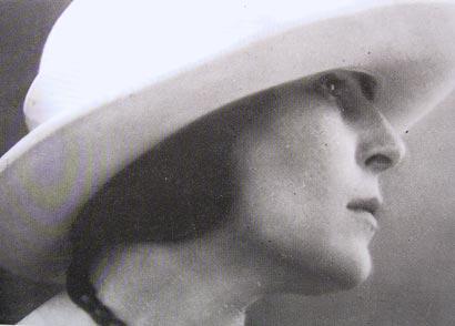 Fotografia d'epoca, Elisa Bucchi, moglie di Dudovich, 1900.MART, Museo di Arte Moderna e Contemporanea di Trento e Rovereto. Fonte: www.marcellodudovich.it